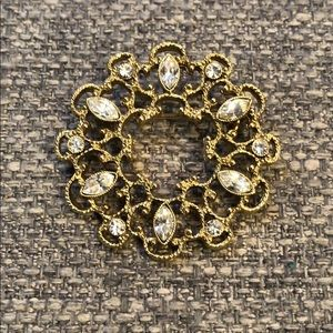 Jewelry - Vintage Gold Tone Brooch